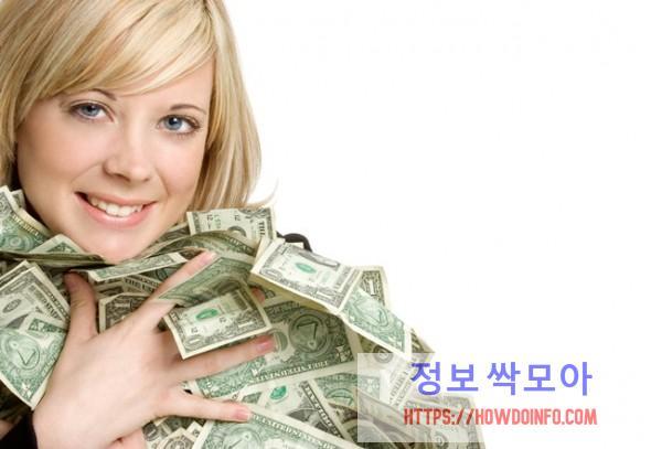 여성대출 성공으로 행복해 하는 여자 사진
