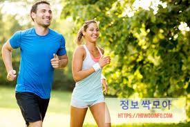 심근경색 예방을 위하여 운동하는 남자여자